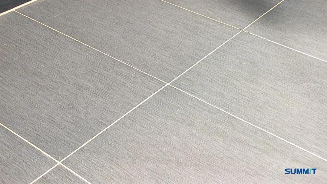 铺地面瓷砖视频_萨米特瓷砖铺贴 | 你不注意的那些细节,正是不好拿捏的距离感 ...
